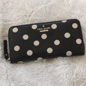 NWOT ♠️ Kate Spade Polka dot leather wallet ♠️